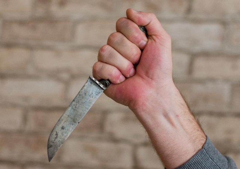 По-зверски избавились: Два сына жестоко убили собственную мать, пока та спала