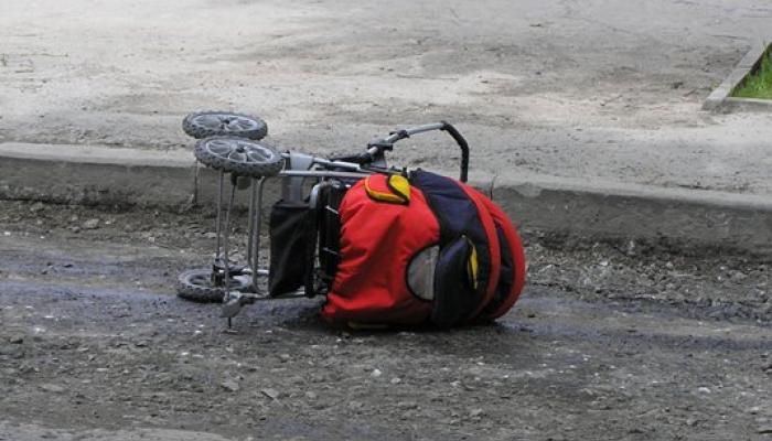 Жуткая ДТП: В Рахове мотоциклист сбил маму с младенцем
