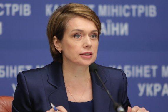 Плюс 45 тысяч гривен на оздоровление: Зарплата Лилии Гриневич поразила украицив