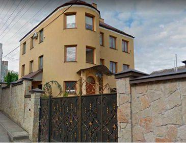 Элитные дома и дорогие авто: Львовскую судью «засыпали» ценными подарками