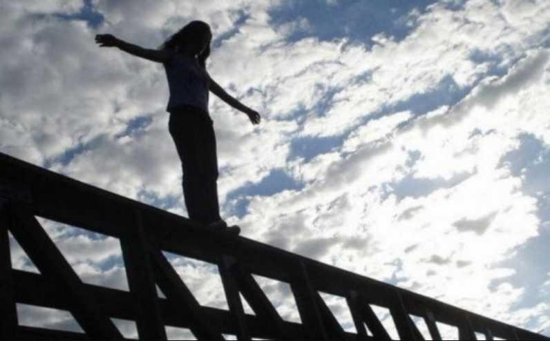 Подростки вместе ушли из жизни: показали прощальную записку девочки, покончившей с собой вместе с сыном скандального депутата