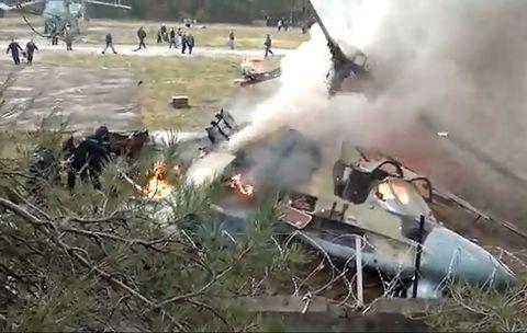 Столкнулся с другим вертолетом: Произошла страшная авиакатастрофа, погибли все пассажиры