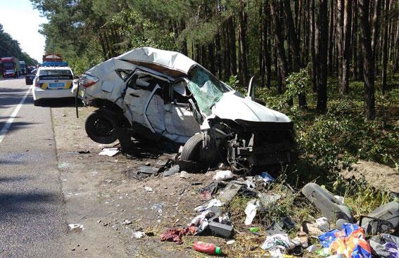 Сиротами остались двое детей: пьяный военный комиссар насмерть сбил молодоженов