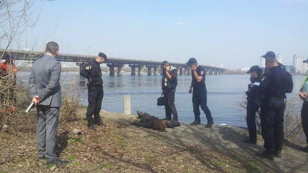 Тело мальчика выбросило течением, а девочку ищут до сих пор: С семьей произошла страшная трагедия на реке