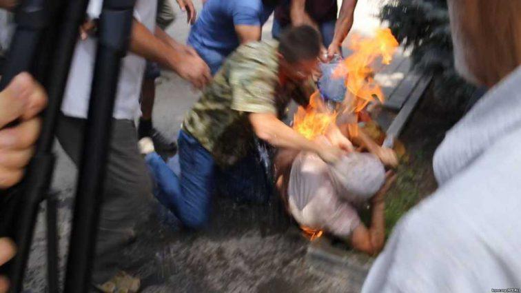 Сообщили о состоянии активиста, который поджег себя в знак протеста