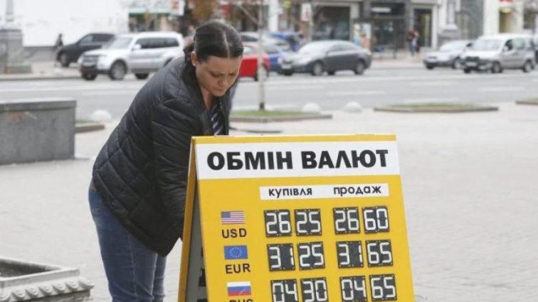 Доллар захватит гривну: Сообщили, что будет с валютой на этой неделе