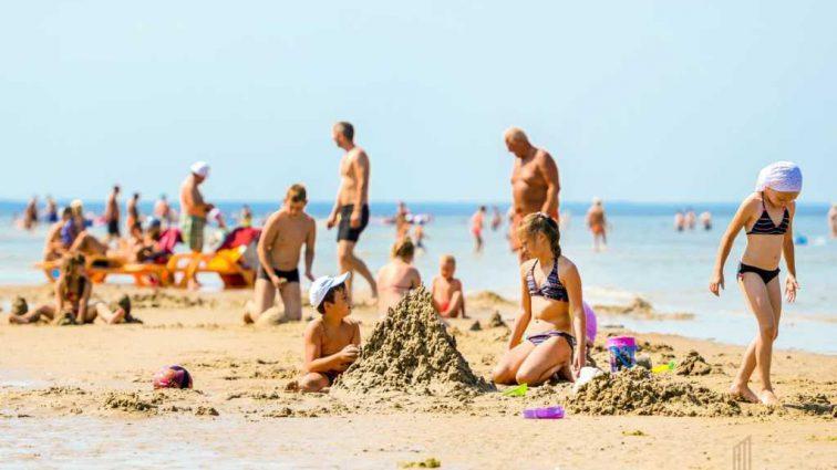 Отдыхал с женой и детьми: На популярном курорте трагически погиб человек