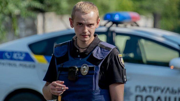 Герои среди нас: полицейский голыми руками зажал гранату, спасая жизнь мужчины