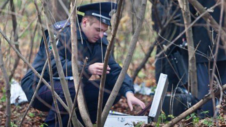 Страшная трагедия под Житомиром: у леса в машине нашли тело 8-летней девочки и ее отца