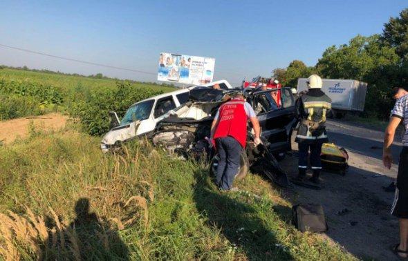 Тела вырезали с изуродованных машин: На Закарпатье случилась масштабная авария с тремя автомобилями