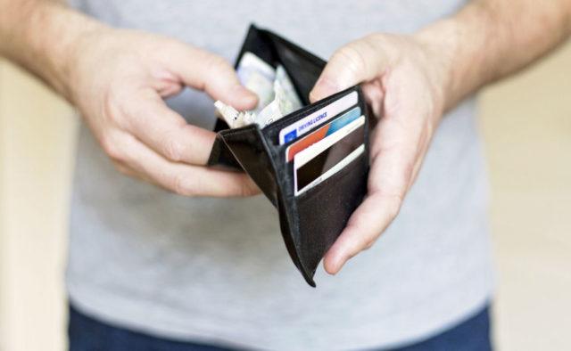 Снимайте наличные, пока не поздно: Клиентам популярного украинского банка отключат карточки