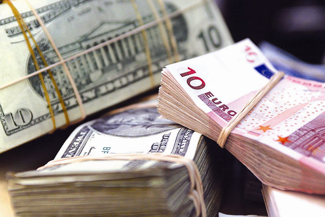 Требовала 3400 долларов: Работница Киевской таможни погорела на взятке