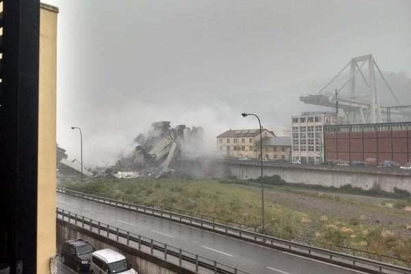 Под завалами десятки людей и автомобилей: В Италии рухнул автомобильный мост высотой 50 метров