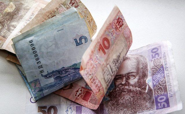 Украинцам начали выдавать деньги вместо льгот: Что нужно знать и кого коснулось нововведения