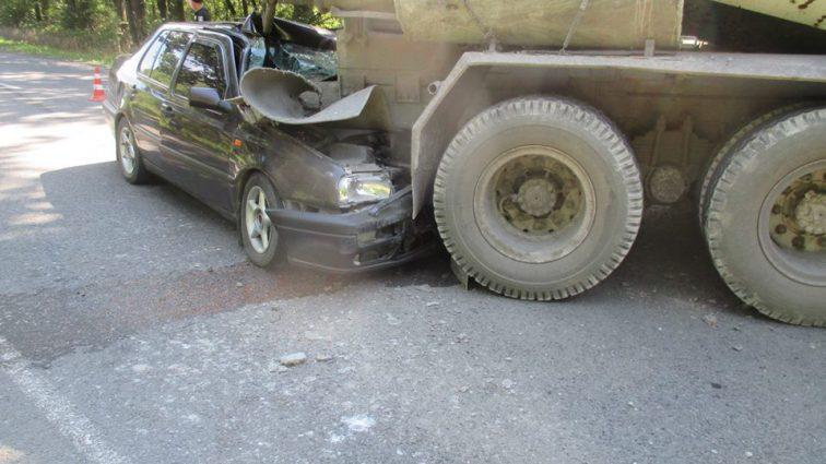 Страшное ДТП на Львовщине: легковушка врезалась в бетоновоз, 5 пострадавших, среди которых девушка-подросток