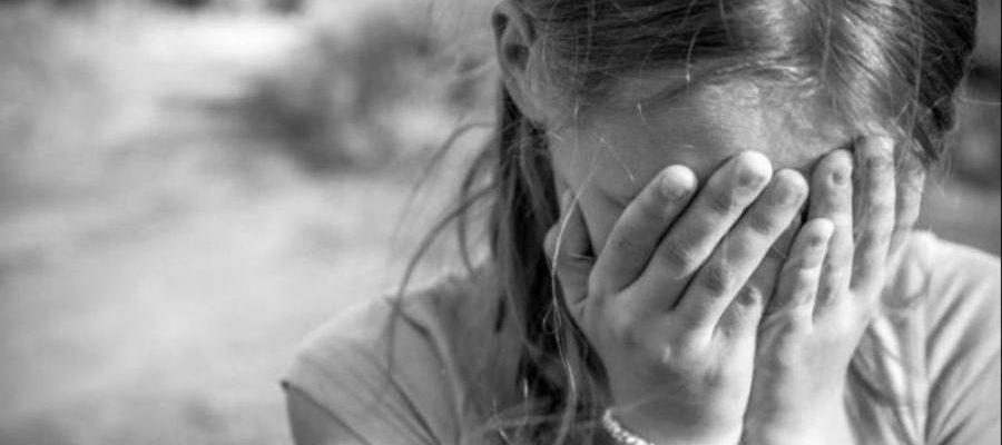 «На глазах у всего двора»: В Днепре неадекватные подростки жестоко избили больную девочку