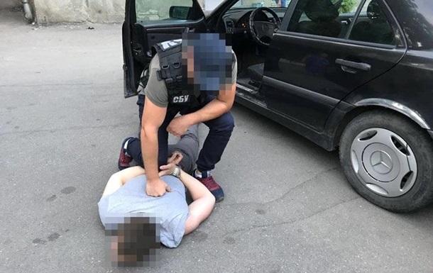 Требовал деньги за принятие решения: В Кропивницком на взятке поймали следователя полиции