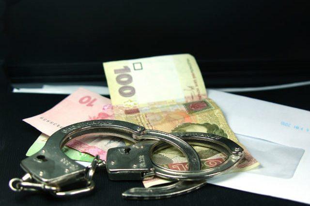 Требовал миллион гривен: на взятке задержали влиятельного чиновника