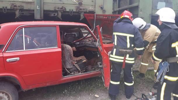 Жуткая ДТП в Хмельницкой области: Пьяный водитель за рулем автомобиля протаранил поезд