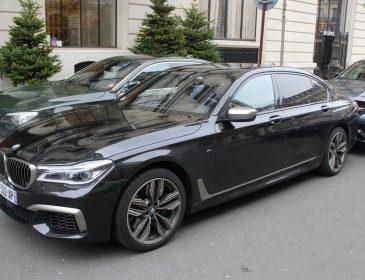 Мэра Чернигова засекли на элитном авто скандального застройщика