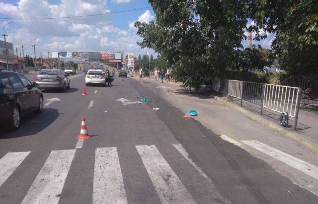 Вез жену в роддом: На Закарпатье водитель на большой скорости сбил мужчину на пешеходном переходе