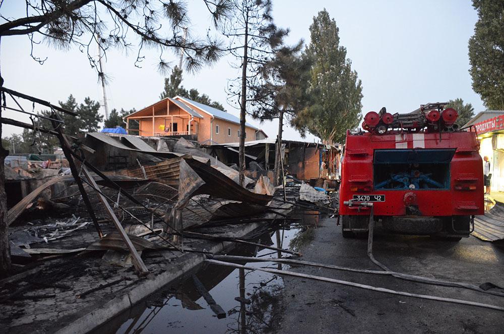 Ночью горел популярный украинский курорт. В Сети показали фото последствий