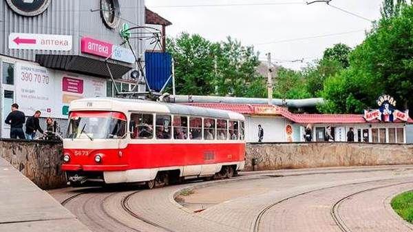 В Ивано-Франковске неизвестные обстреляли трамвай. Первые подробности