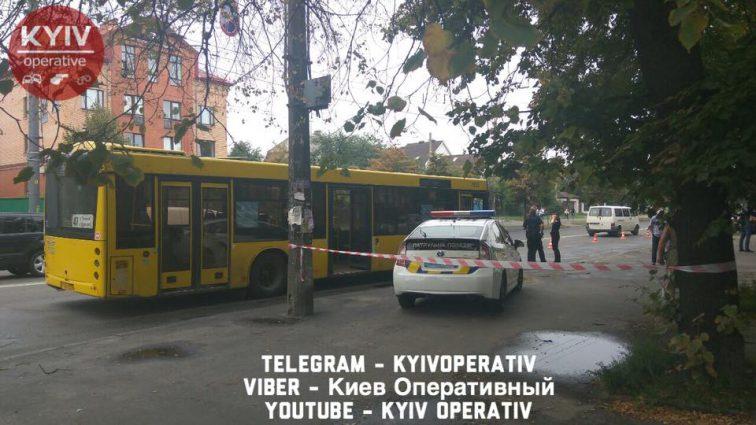 В Киеве неадекватный мотоциклист расстрелял автобус с пассажирами. Первые подробности