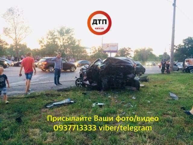 Авто «в хлам» и драки с полицией: В Киеве неадекватный мажор совершил масштабное ДТП