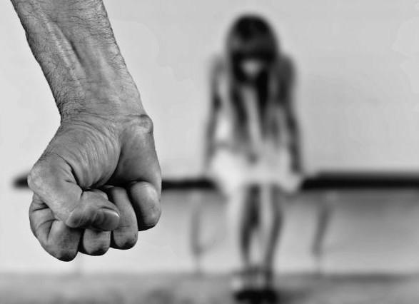 «А все из-за ревности» В Николаеве неадекватный мужчина жестоко избивал и держал в плену молодую девушку