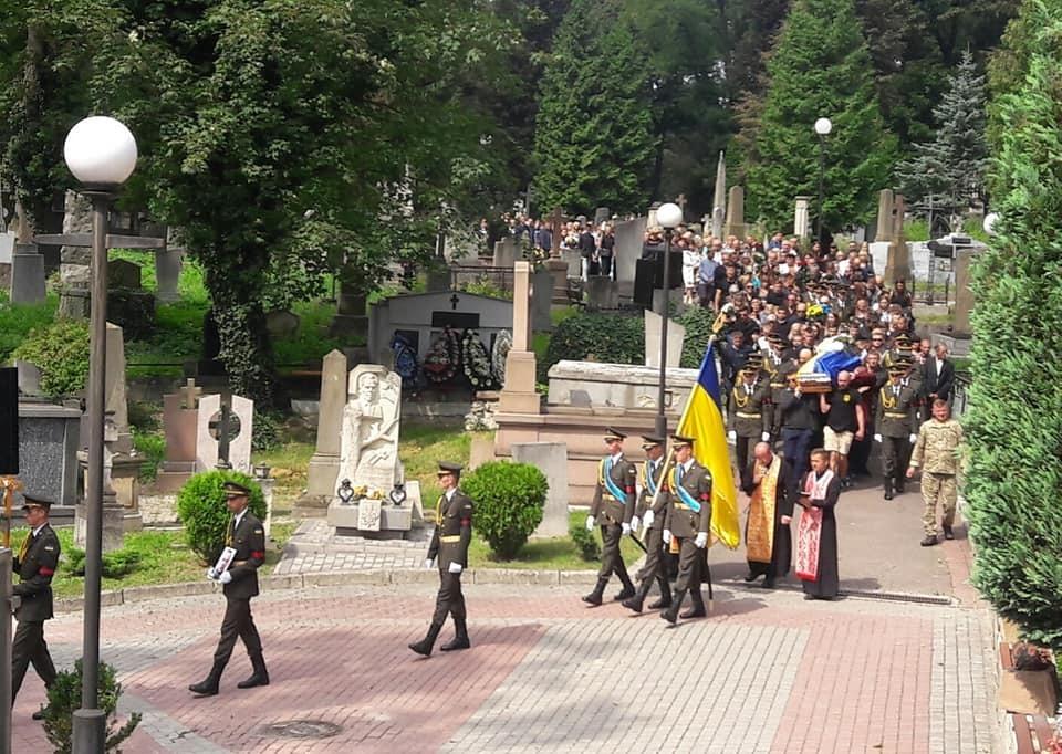 Случилось непредвиденное! Во Львове попытались сорвать похороны защитника Украины