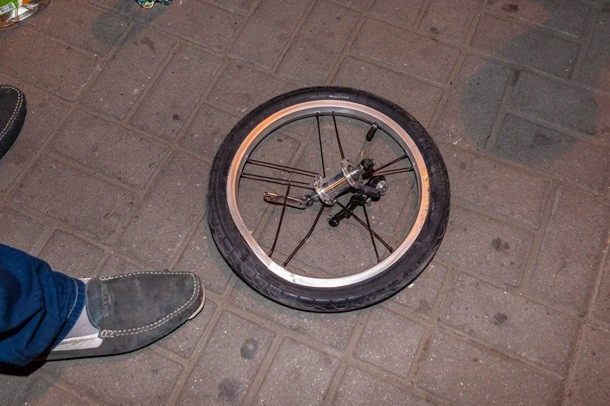 Ужасное ДТП в Днепропетровске: Водитель маршрутки на скорости сбил на пешеходном переходе семью с маленькими детьми