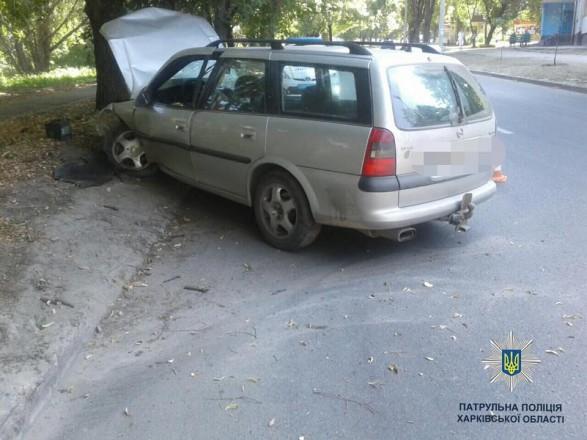 Очередная пьяная ДТП: Водитель на большой скорости выехал на обочину и врезался в дерево