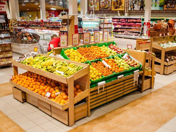 Гниль и насекомые: известный супермаркет в Киеве попал в скандал