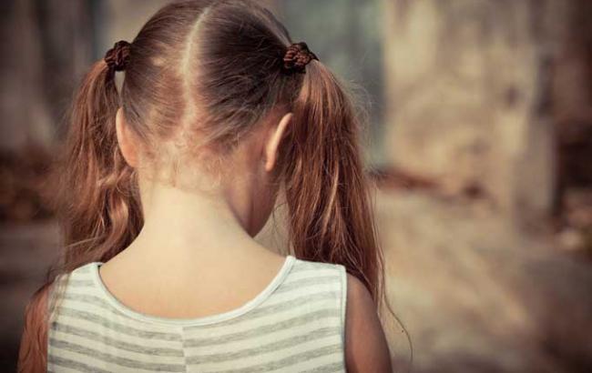 «Заманил в кукурузы и пытался изнасиловать»: В Киеве пока мать была в мазне ее знакомый жестоко надругался над 8-летней девочкой
