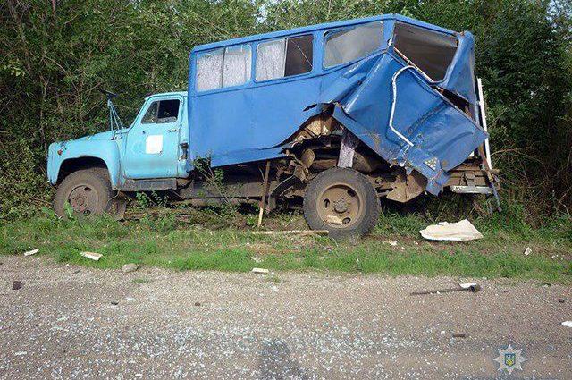 Жуткая ДТП в Донецкой области: Легковушка на большой скорости столкнулся с грузовиком