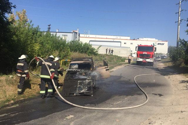 На полном ходу загорелся автомобиль, узнайте о состоянии пострадавших