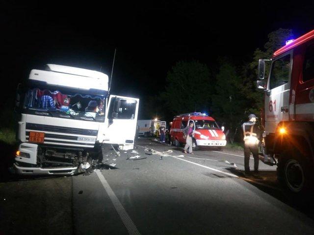 Смертельное ДТП на Львовщине: Грузовик на большой скорости столкнулся с легковушкой