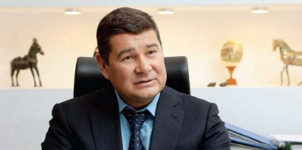 «С удивлением прочитал о себе и очень удивился»: Онищенко «отрекся» от жены