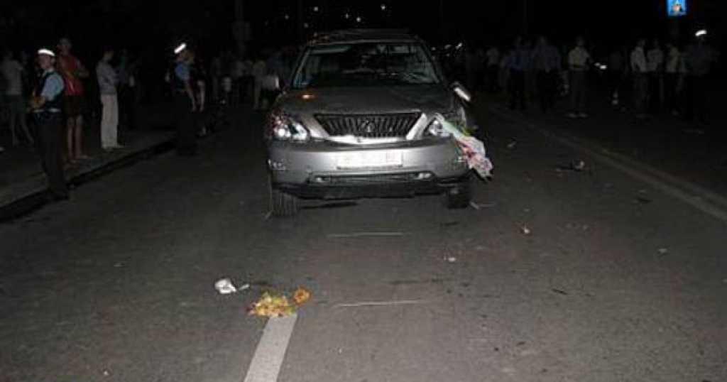 Во Львовской области водитель Lexus на бешеной скорости сбил ребенка на пешеходном переходе