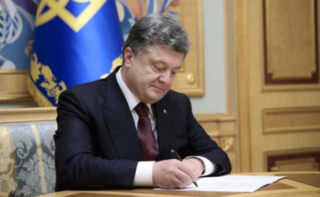 Порошенко подписал закон о соцзащите: кого касаются изменения и что нужно знать украинцам