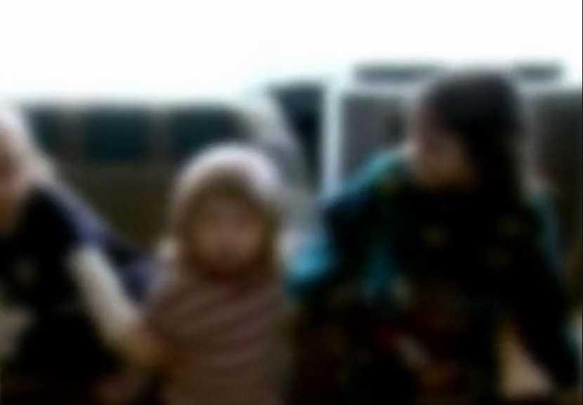 «Обварил кипятком и избил ногами»: Отец жестоко расправился с приемной дочерью