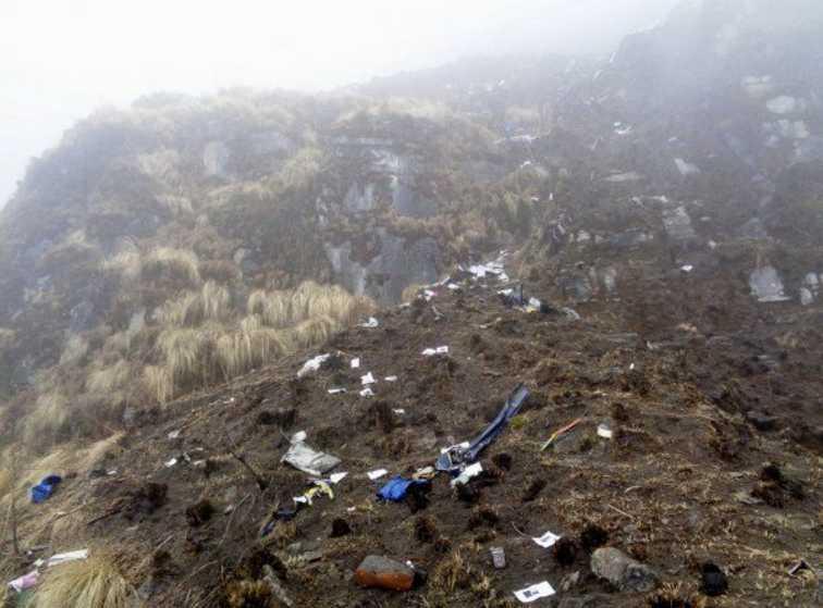 Самолет загорелся и упал в реку: не выжил никто