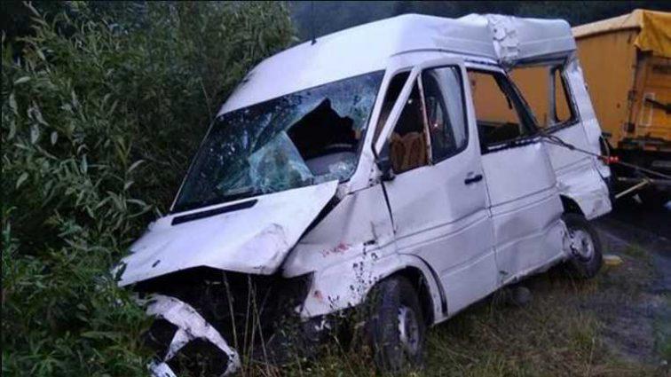 Смертельное ДТП во Львовской области: лоб в лоб столкнулись грузовик и микроавтобус