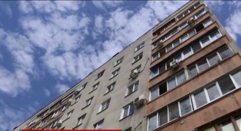 Трагедия произошла на глазах у детей: пьяная женщина выбросила «друга» малышей с седьмого этажа дома