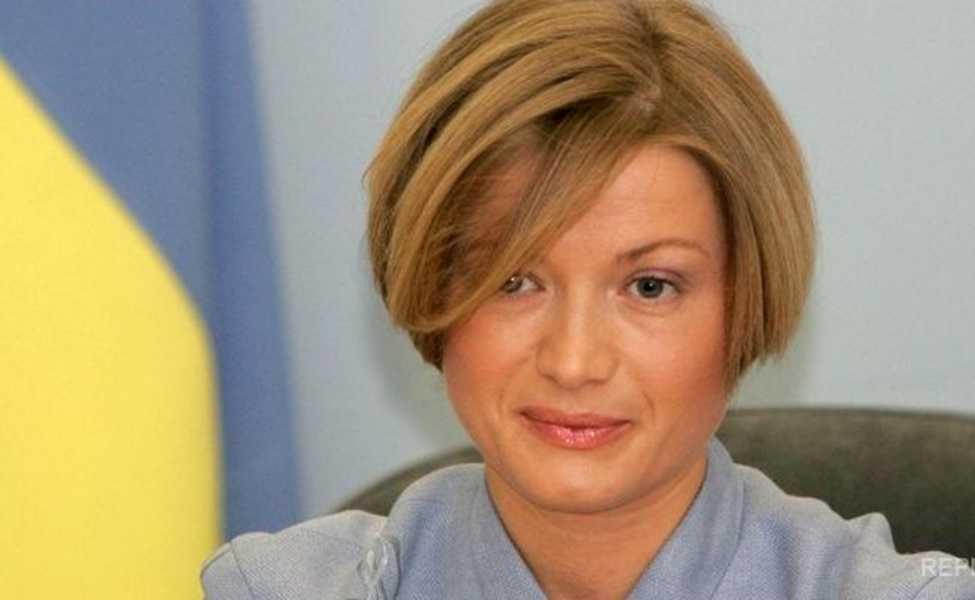 «В стильном купальнике с веслом в руках»: Ирина Геращенко удивила украинцев откровенным фото