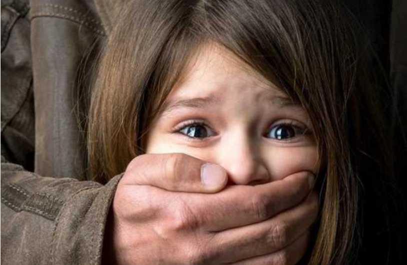 «Удовлетворял свои потребности неестественным способом»: Мужчина жестоко надругался над своей 7-летней падчерицей