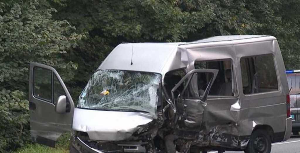 Под Винницей «лоб в лоб» столкнулись легковушка и микроавтобус, есть погибший