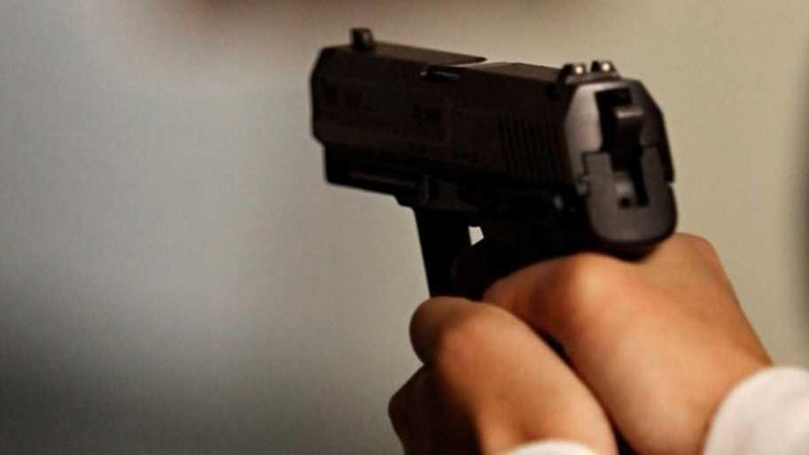 Средь белого дня: неизвестный мужчина выстрелил девушке в лицо