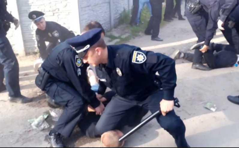 «Таких, как ты, надо уничтожать»: Произвол полицейских на дороге попал на видео